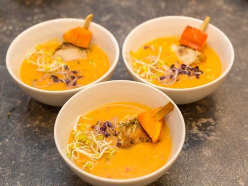 Kokos – Kürbis – Süppchen mit Chili und Ingwer dazu Rotkohlsprossen und Radieschenkeime